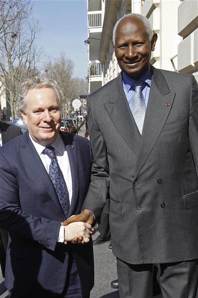 Le premier ministre du Québec Jean Charest a rencontré le secrétaire général de l'Organisation internationale de la Francophonie, Abdou Diouf.