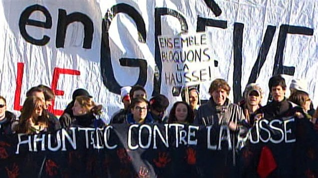 Les étudiants manifestent devant le Collège Ahuntsic