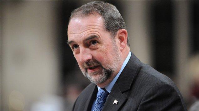 Le ministre des Transports Denis Lebel
