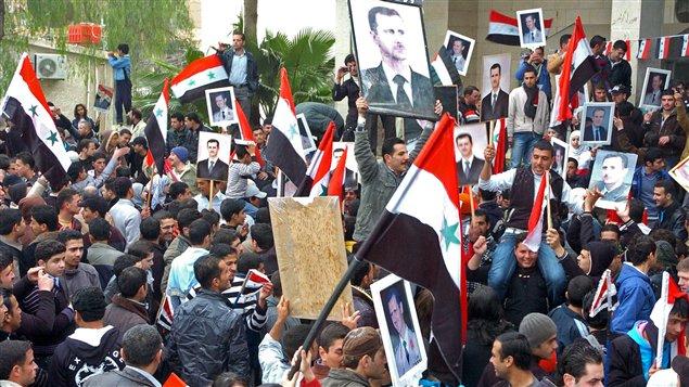 Manifestation pro-Assad dans la région de Deraa. AFP ne peut vérifier l'authenticité de cette photo.