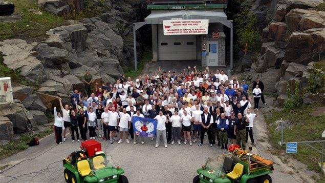 Cette photo, prise en 2006 lors de l'événement Challenge the ROCC, montre l'entrée du complexe souterrain. Il s'agit d'une course à travers l'un des tunnels.
