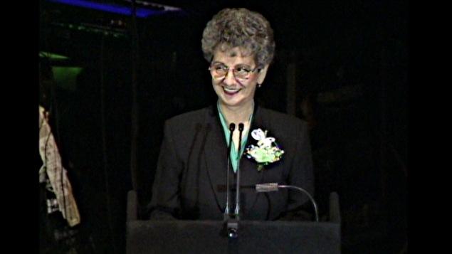 Gisèle Lalonde au grand rassemblement pour la survie de l'Hôpital Montfort.