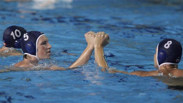 Des joueurs de l'équipe canadienne de water-polo