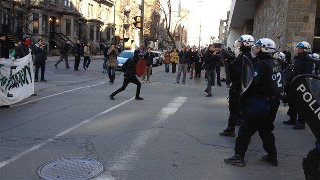 Les policiers antiémeutes de Montréal sont intervenus jeudi matin à l'Université Concordia.