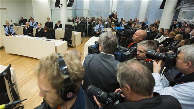 Journalistes, rescapés et familles des vitimes assistent au procès d'Anders Behring Breivik.