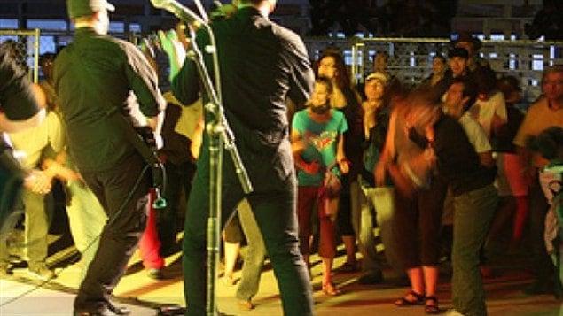 Des musiciens sur scène à la Fête fransaskoise