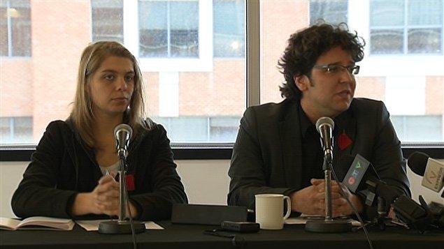 Jonathan Leblanc, avocate de la Fédération nationale des enseignants et enseignantes du Québec, et Jeanne Reynolds, porte-parole de la CLASSE