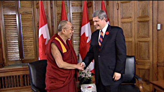 Le dalaï-lama rencontre le premier ministre Stephen Harper (archives).
