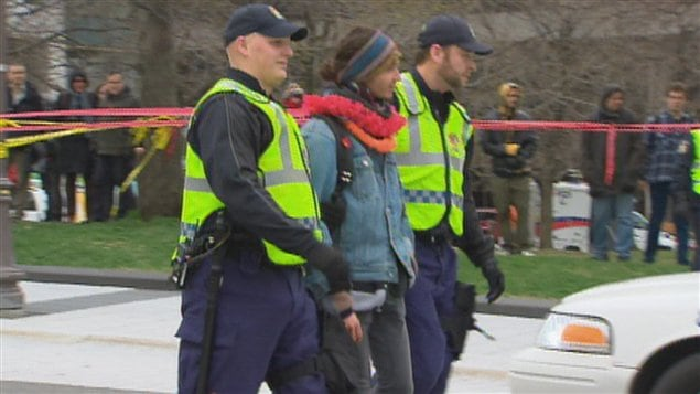 Les policiers ont procédé à plusieurs arrestations.