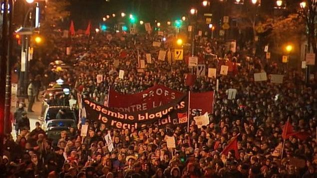 Manifestation contre l'offre du gouvernement Charest, vendredi soir à Montréal