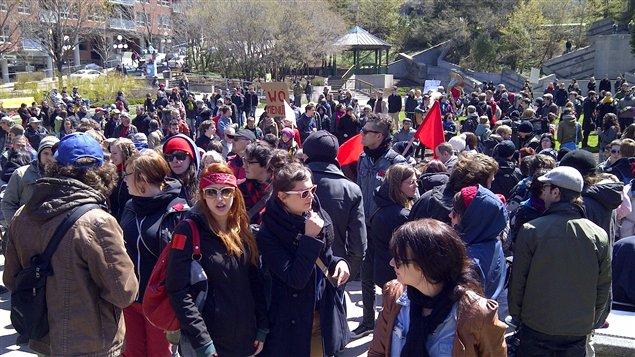 Les manifestants au Jardin Saint-Roch