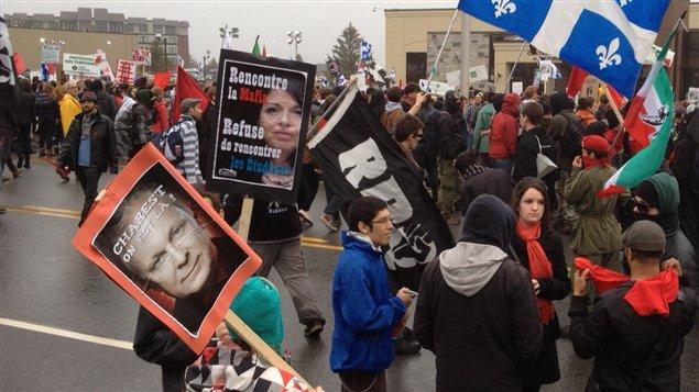 Une pancarte narguant la ministre Line Beauchamp lors de la manifestation à Victoriaville