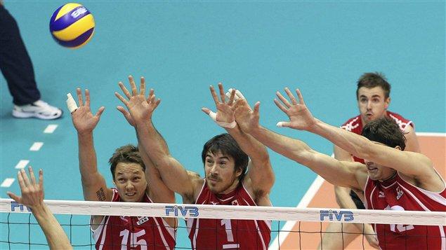 Gavin Schmitt (droite) avec ses coéquipiers