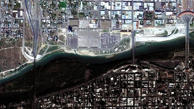 Vue aérienne des ponts qui séparent Nuevo Laredo, au Mexique, des Etats-Unis. Image tirée de Google.