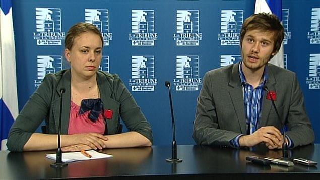 La présidente de la Fédération étudiante universitaire du Québec (FEUQ), Martine Desjardins, et le président de la Fédération étudiante collégiale du Québec (FECQ), Léo Bureau-Blouin