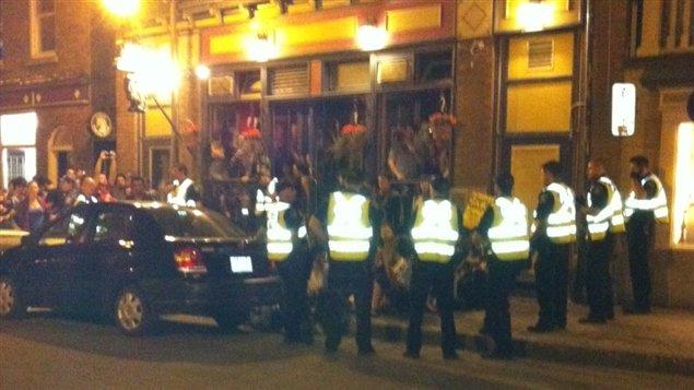 Les arrestations ont eu lieu dans le quartier Saint-Jean-Baptiste en face de ce bar de la rue Saint-Jean.