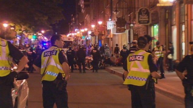 La présence policière était imposante lors de la manifestation.