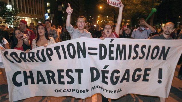 Des manifestants dans les rues de Montréal, mercredi soir.