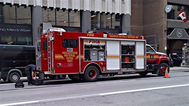 L'équipe d'intervention d'urgence en cas de déversement de matières dangereuses (Hazmat) d'Ottawa.