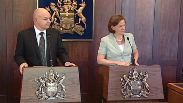 La première ministre de l'Alberta, Alison Redford, et son ministre de la Santé, Fred Horne