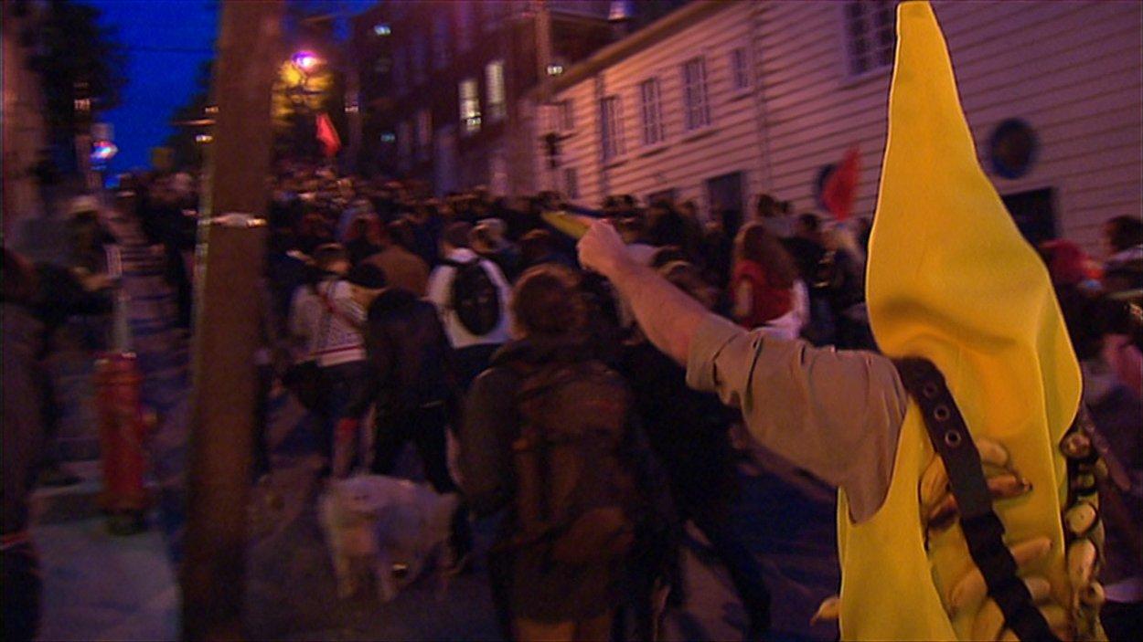 Quelques centaines de personnes manifestent en Haute-Ville de Québec.