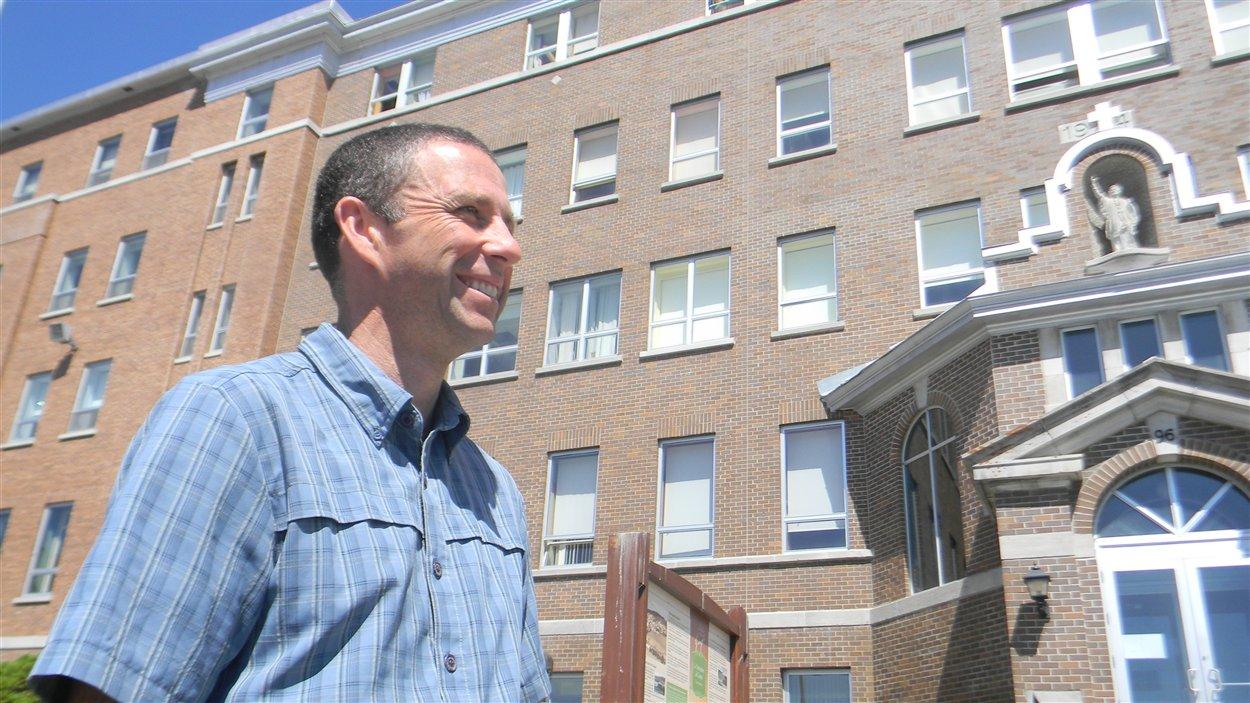 Le directeur des études du collège de la Gaspésie-Les Îles, Louis Bujold