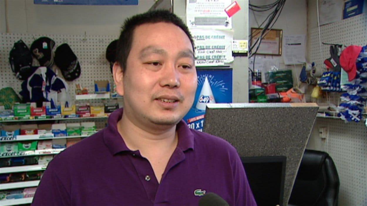 Le propriétaire du dépanneur, Zhen Yang