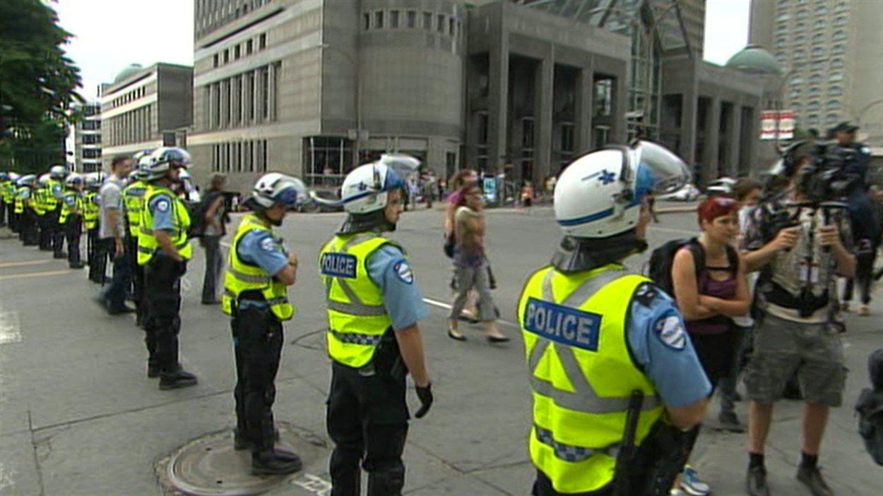 La présence policière est importante autour de la Place Bonaventure.