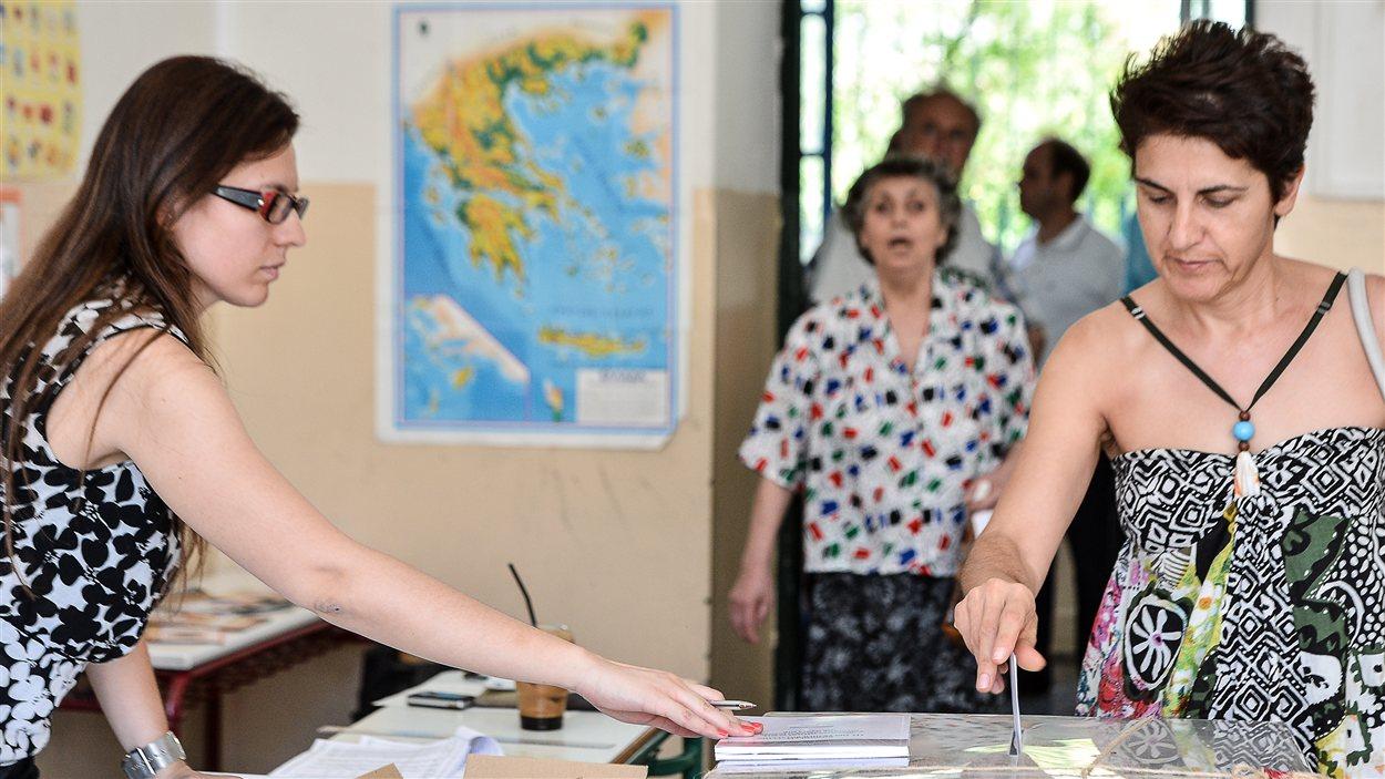 Un bureau de vote à Athènes le 17 juin 2012