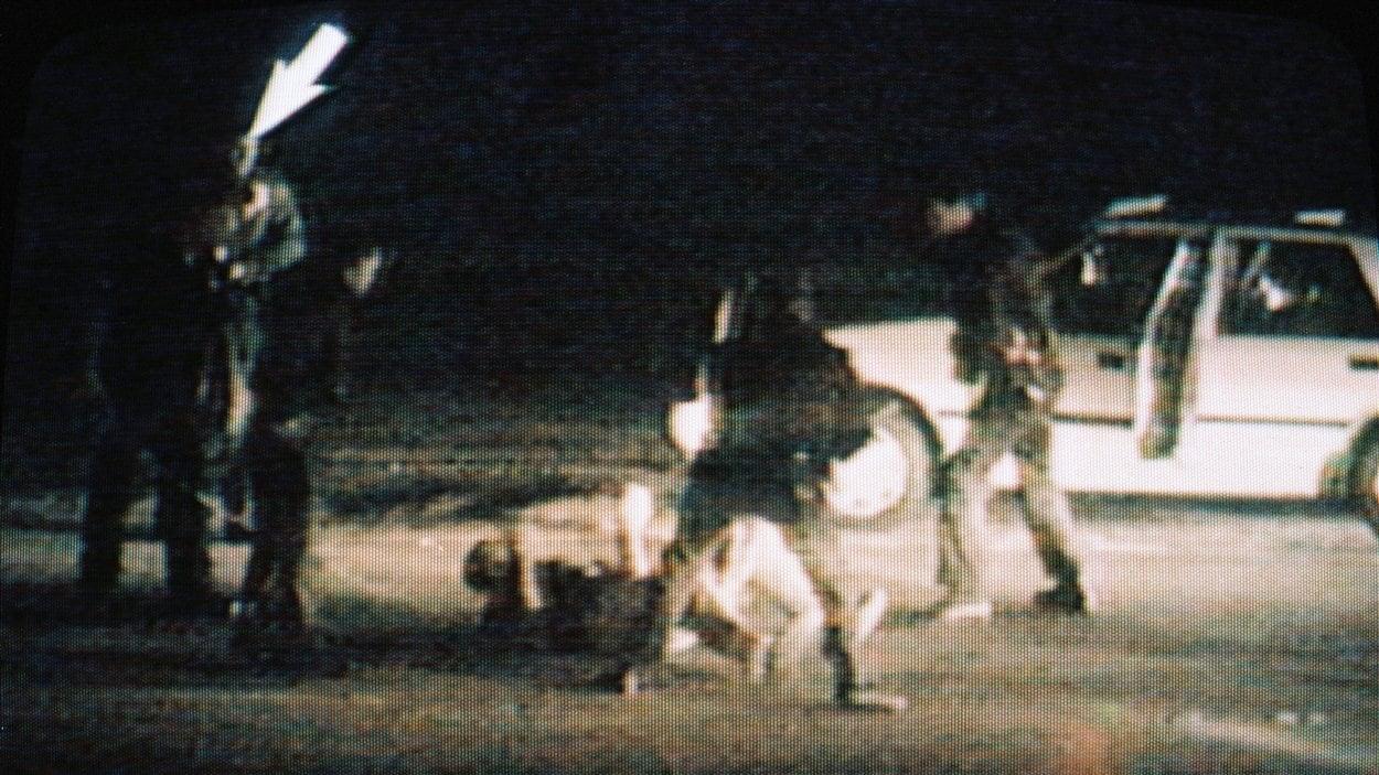 Image de la vidéo où l'on voit des policiers tabasser Rodney King, le 15 mars 1991.