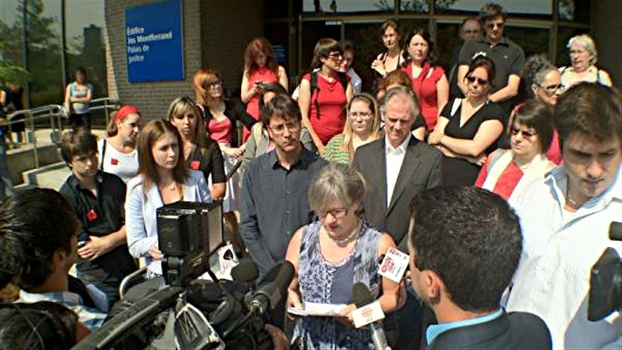 La présidente du syndicat des professeurs de l'UQO, Louise Briand, dénonce l'arrestation de Thibault Martin.