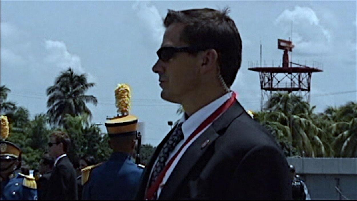 Des agents de la GRC assurent la sécurité du premier ministre Stephen Harper.