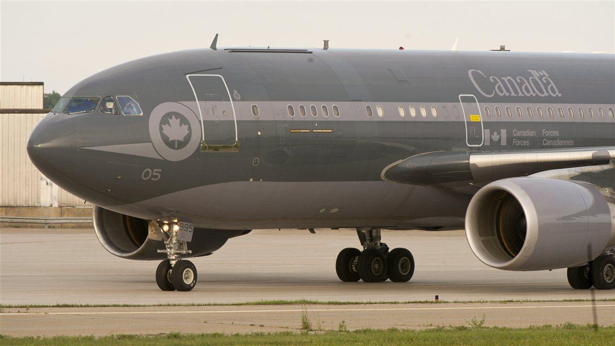 L'avion militaire canadien qui a transporté Luka Rocco Magnotta vers le Canada.