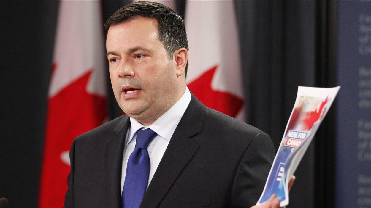 Le ministre de la Citoyenneté, de l'Immigration et du Multiculturalisme, Jason Kenney, lors d'une conférence de presse à Ottawa, le 20 juin 2012.