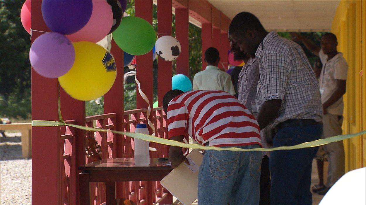 L'inauguration de l'orphelinat, sans Jacqueline Lessard