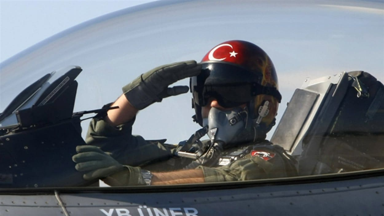 Un pilote turc s'apprête à décoller de la base de Konya, en Turquie (archives).