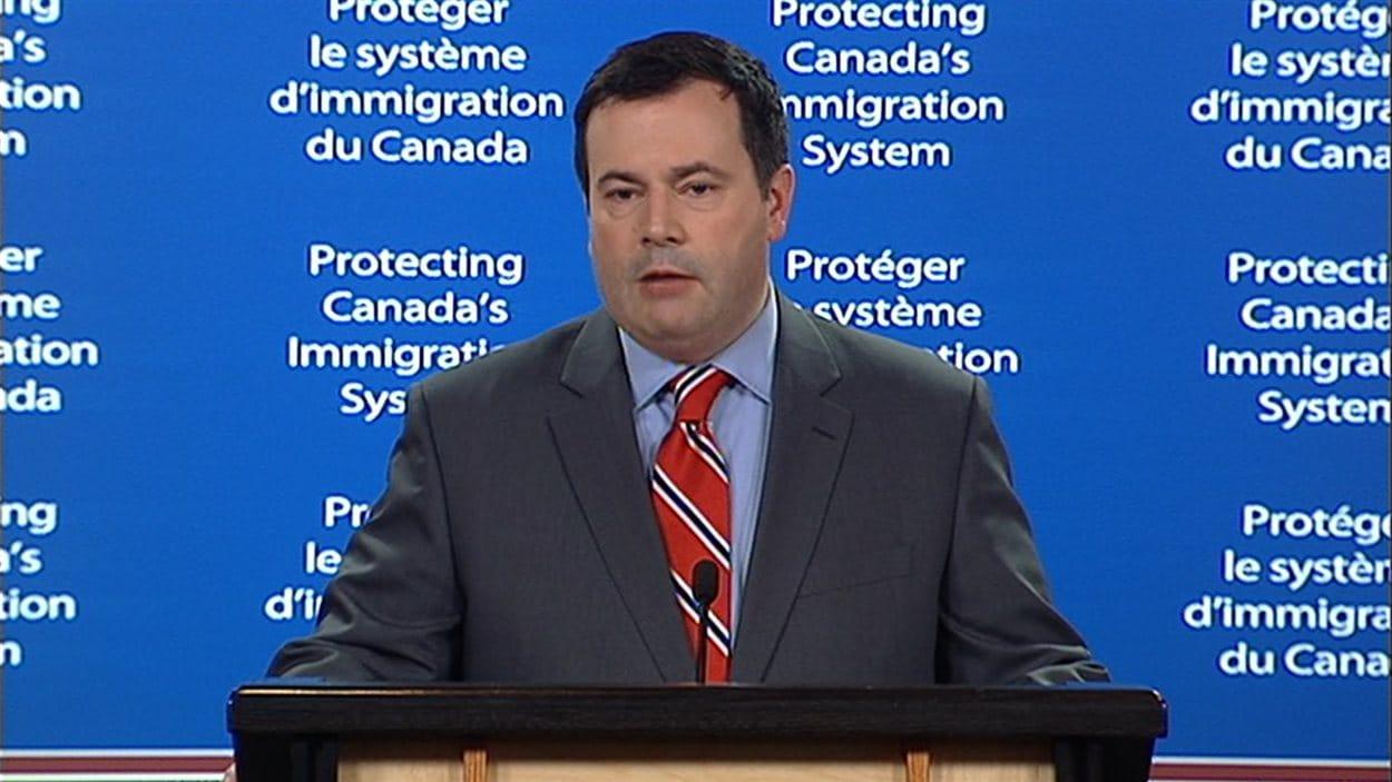 Le ministre de l'immigration, Jason Kenney, en conférence de presse le 29 juin 2012