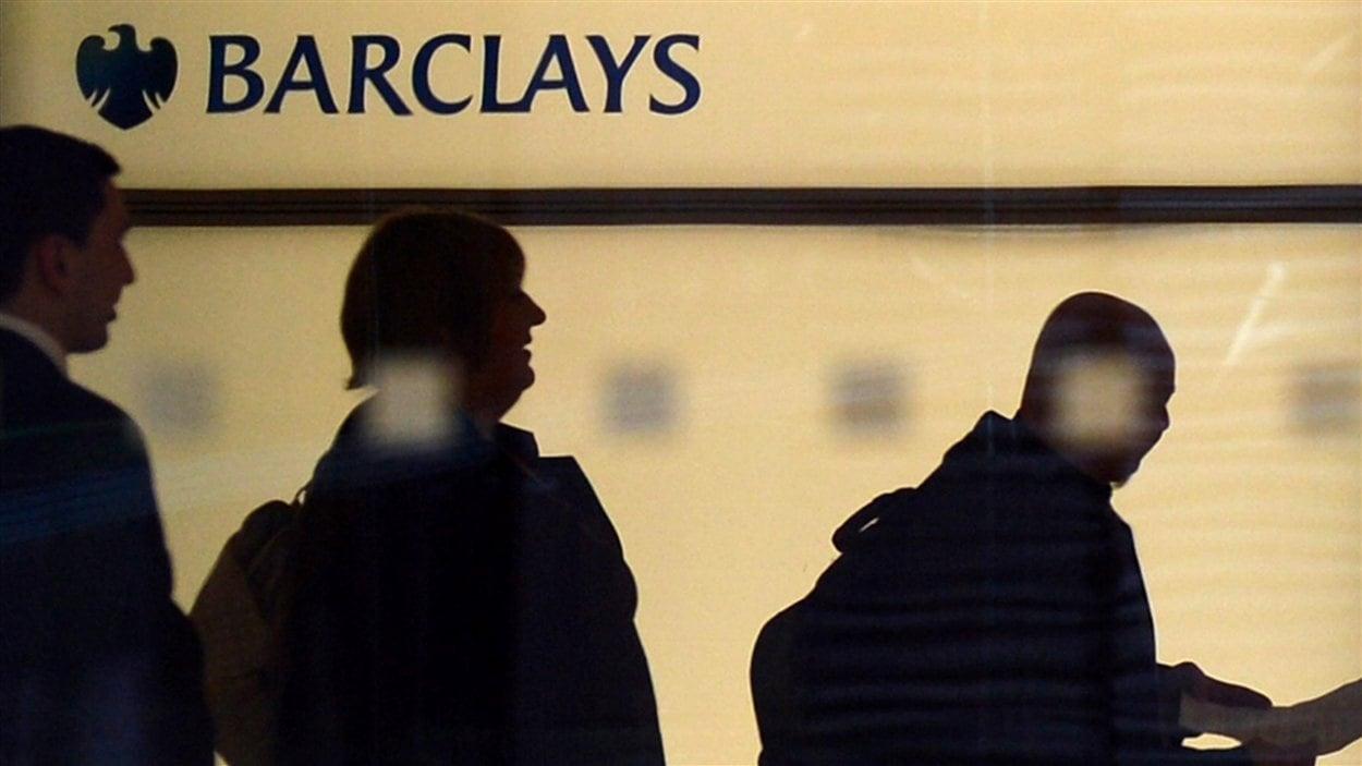 Des employés de Barclays au siège social de la banque à Londres