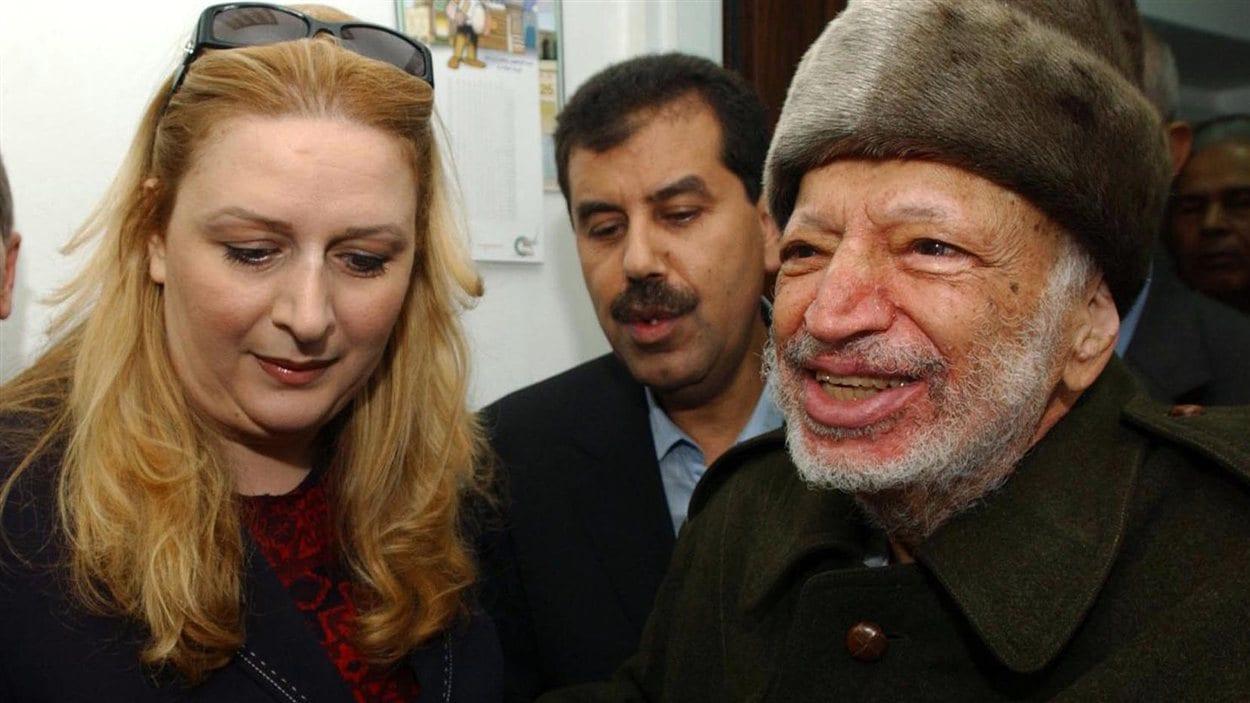 Yasser Arafat, en compagnie de sa femme, Suha, le 29 octobre 2004, à Ramallah.