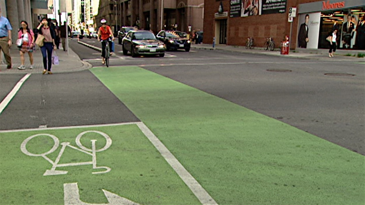 La Piste Cyclable De La Rue Laurier A Ottawa Pourrait Devenir Permanente Radio Canada Ca