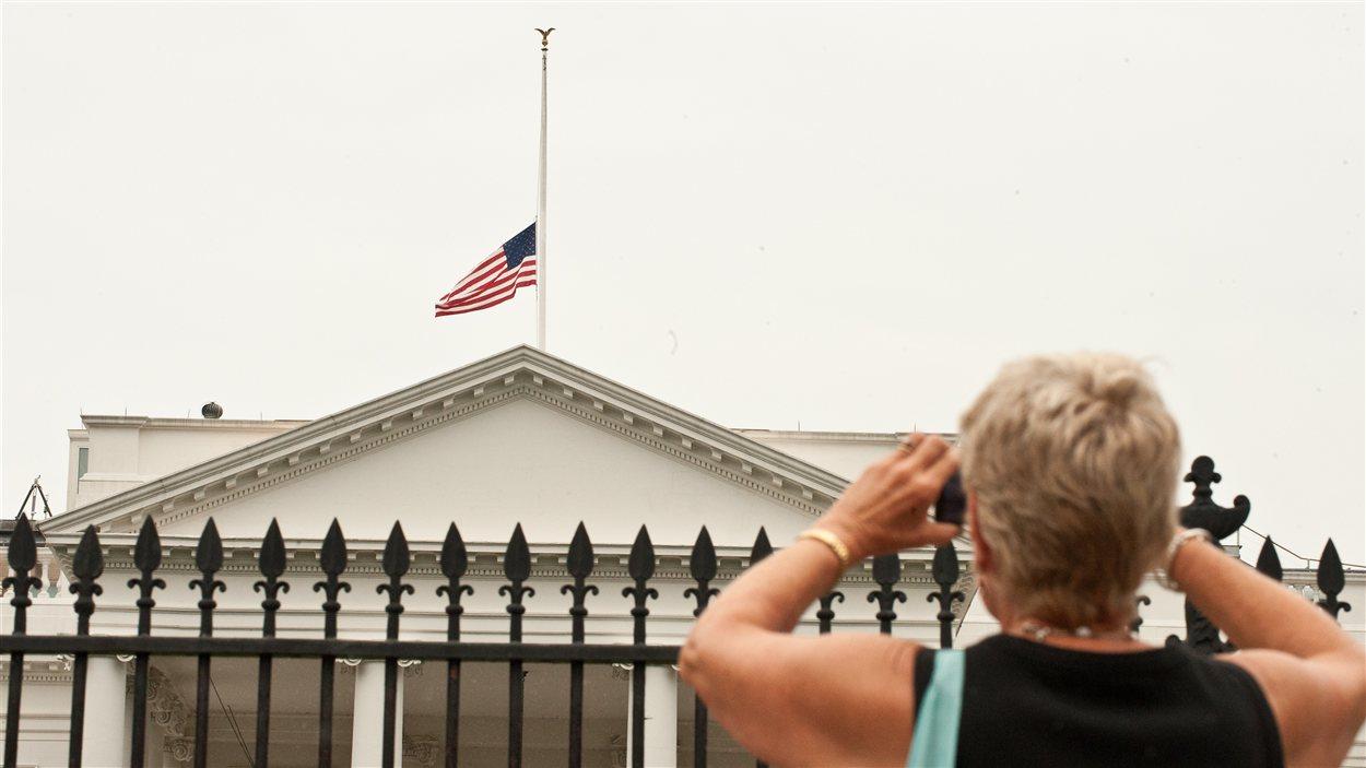 Drapeau américain en berne à la Maison Blanche