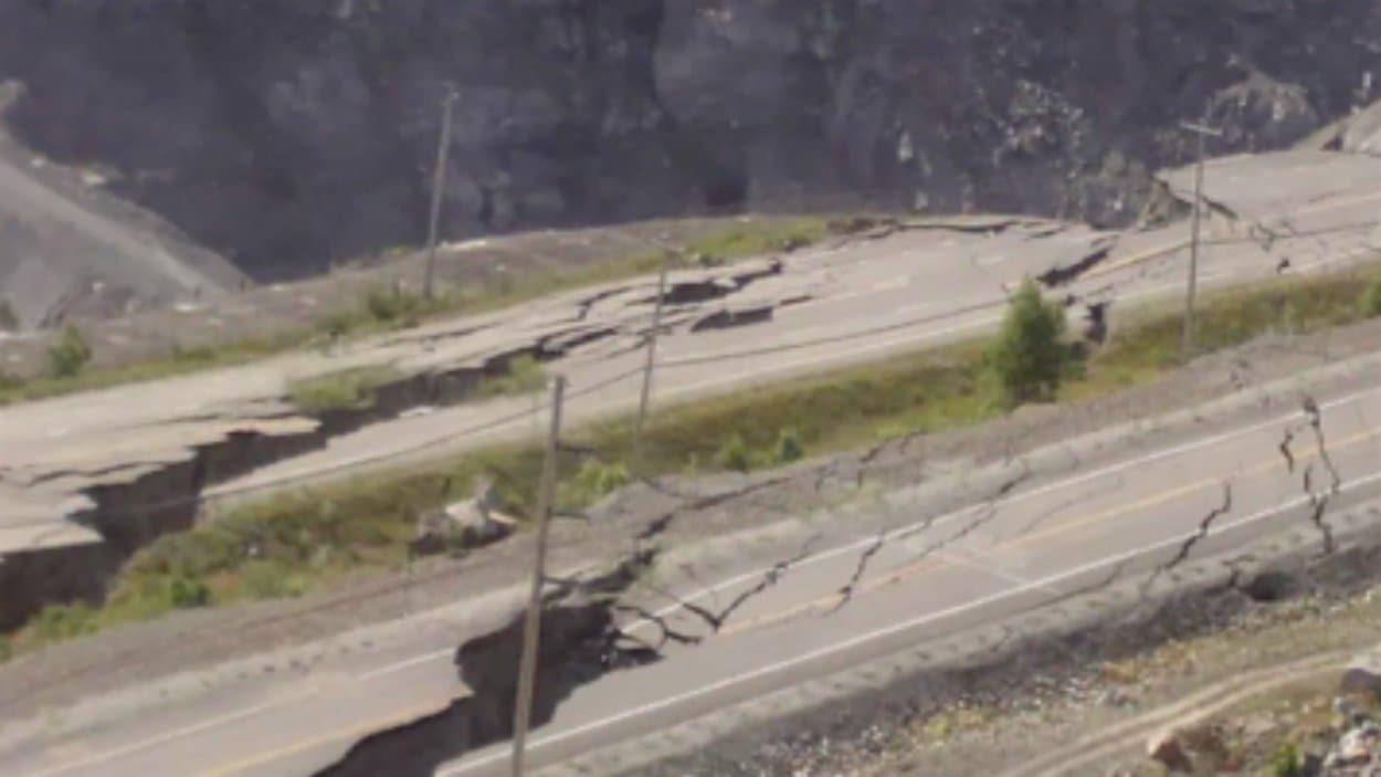 Glissement de terrain sur la route 112 dans le secteur de Black Lake