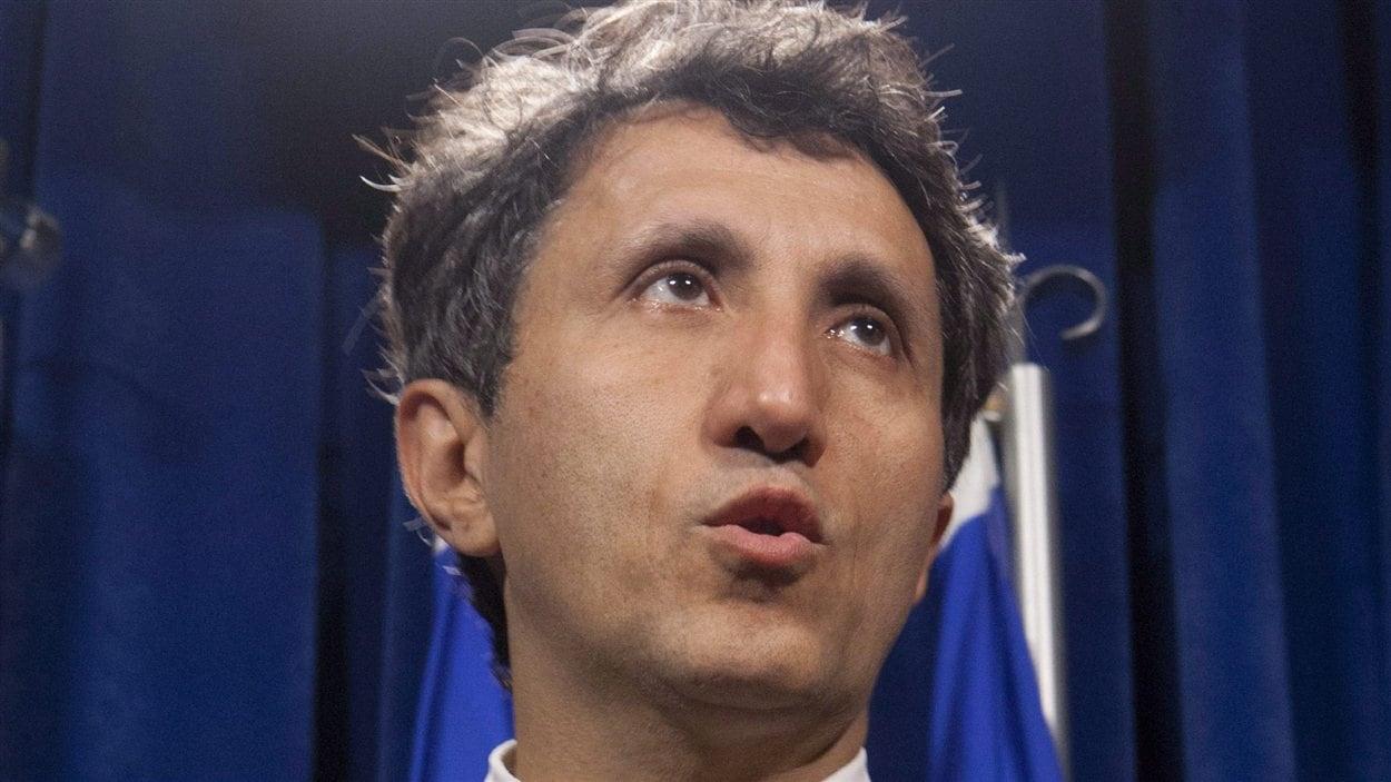 Québec, le 15 juin 2012 – Le député Amir Khadir, représentant Québec solidaire à l'Assemblée nationale, faisant son bilan de la session parlementaire.