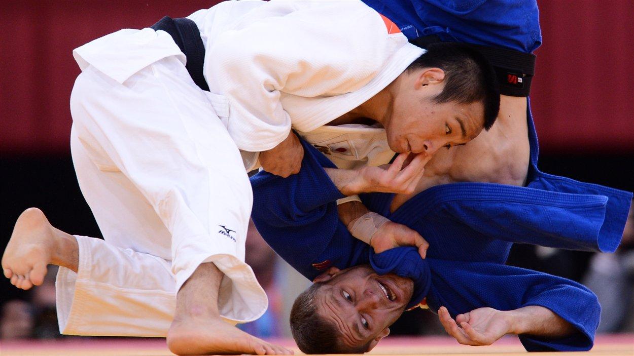 Le Japonais Masashi Ebinuma a battu le Canadien Sasha Mehmedovic au deuxième tour du tournoi olympique de Londres.