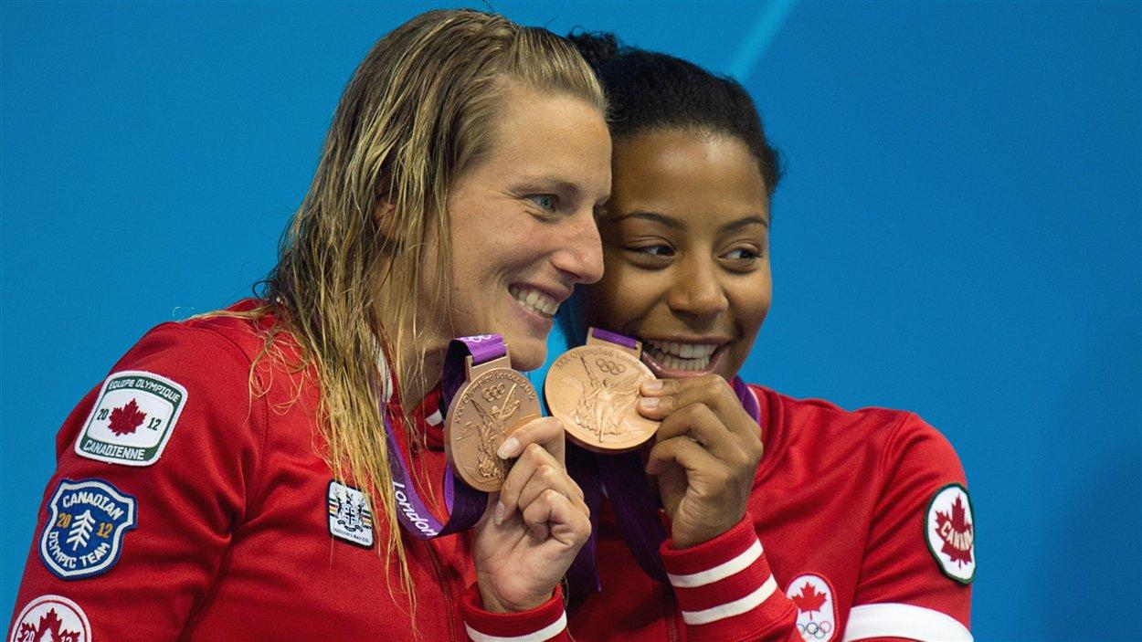 Émilie Heymans et Jennifer Abel savourent leur médaille de bronze au 3 m synchro.