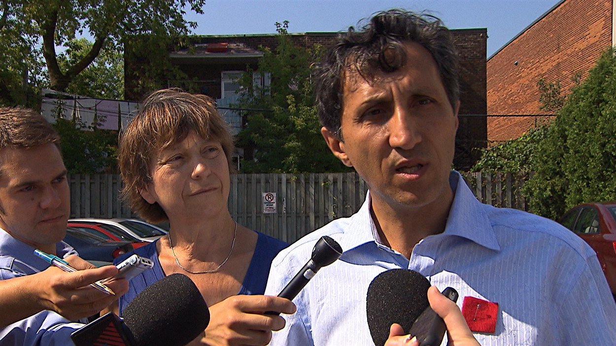 Les porte-paroles de Québec solidaire, Françoise David et Amir Khadir, invitent les partis politiques québécois à adopter une série de mesures sur le financement des caisses électorales.