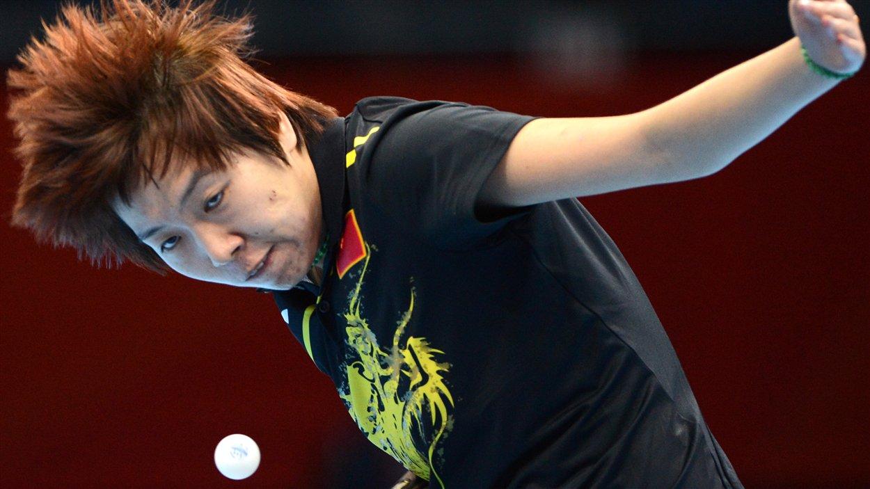 Li Xiaoxia dans la finale par équipe du tournoi de tennis de table