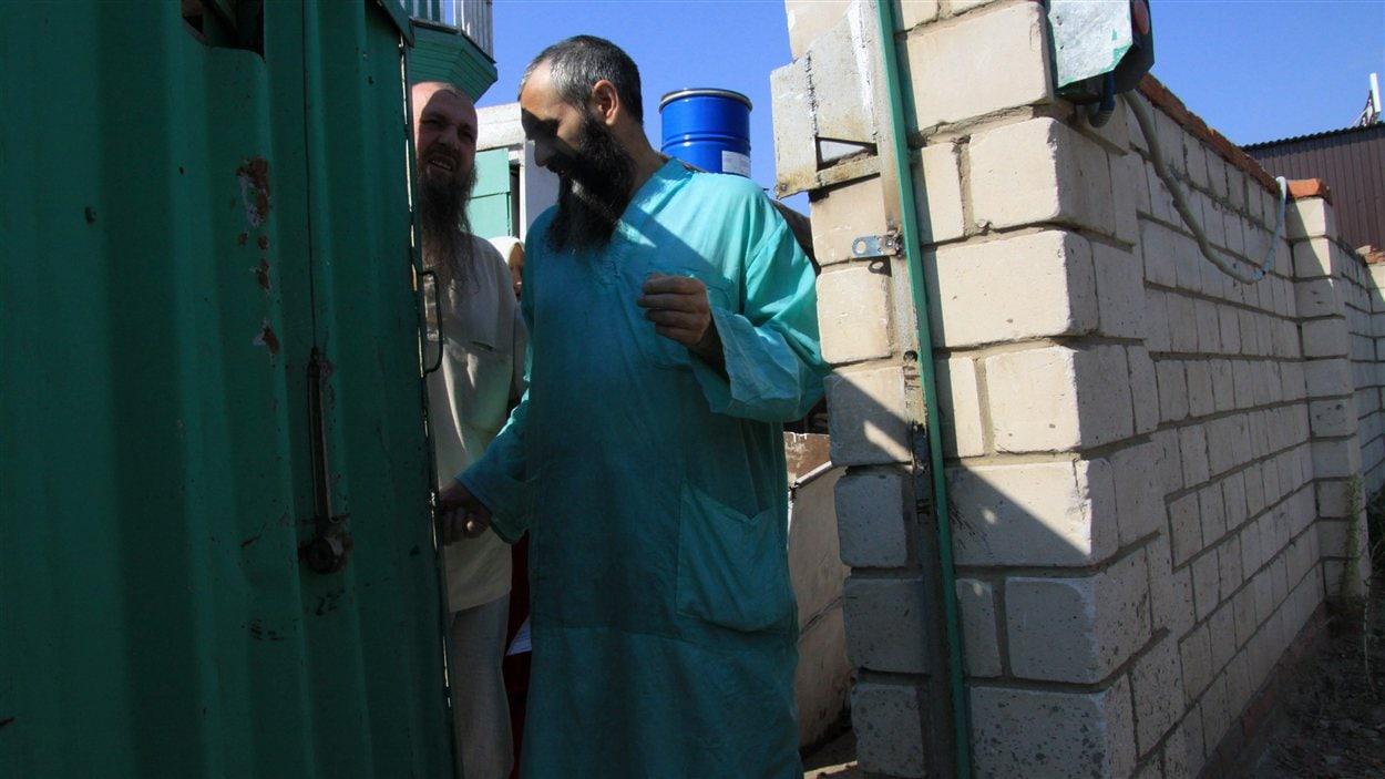 Des membres d'une secte découverts dans un abri-sous-terrain près de Kazan, en Russie.