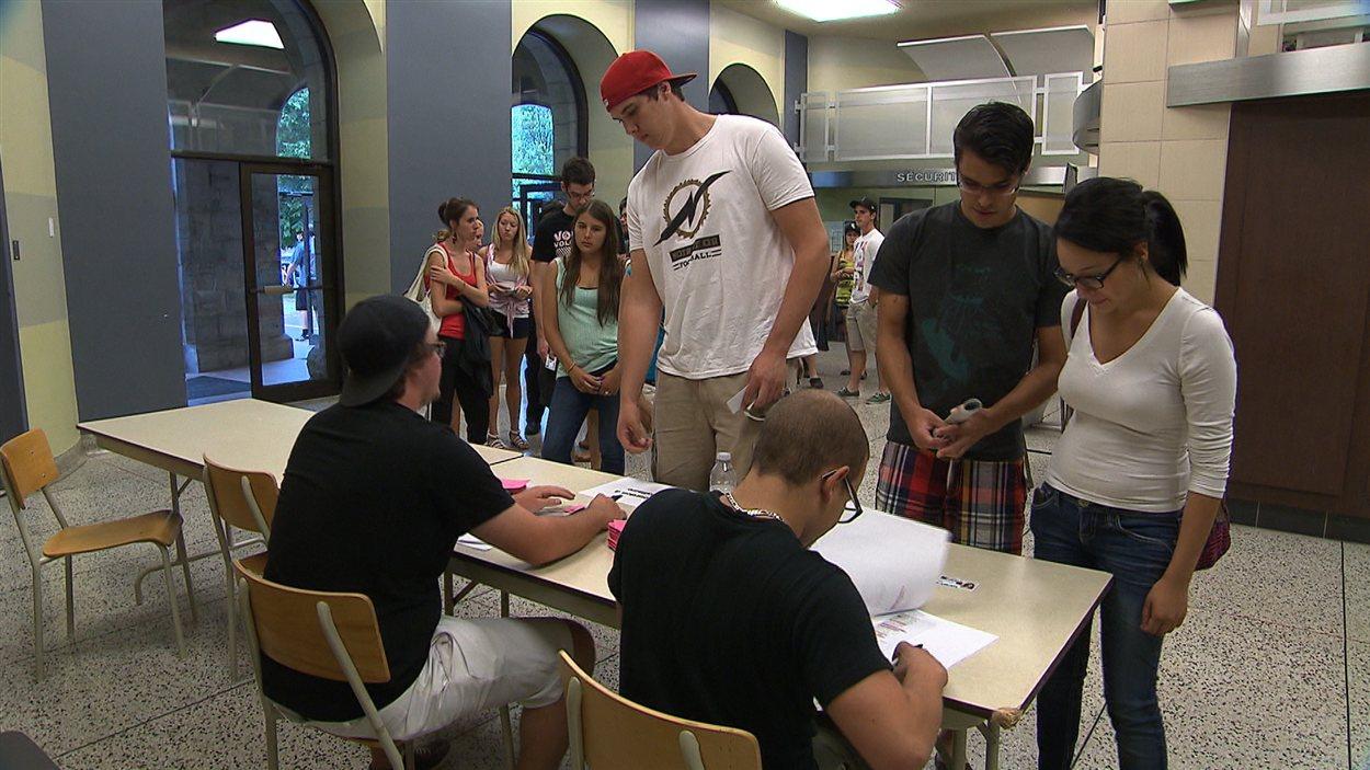 Les étudiants du Collège de Valleyfield ont décidé mercredi de reprendre les cours