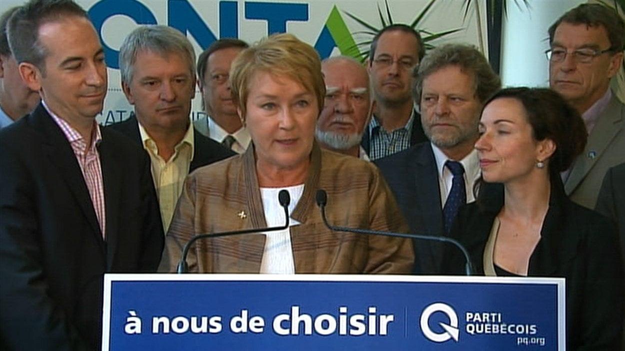 Pauline Marois a dévoilé ses engagements en matière de transports à Saint-Jérôme, en compagnie de plusieurs candidats péquistes.